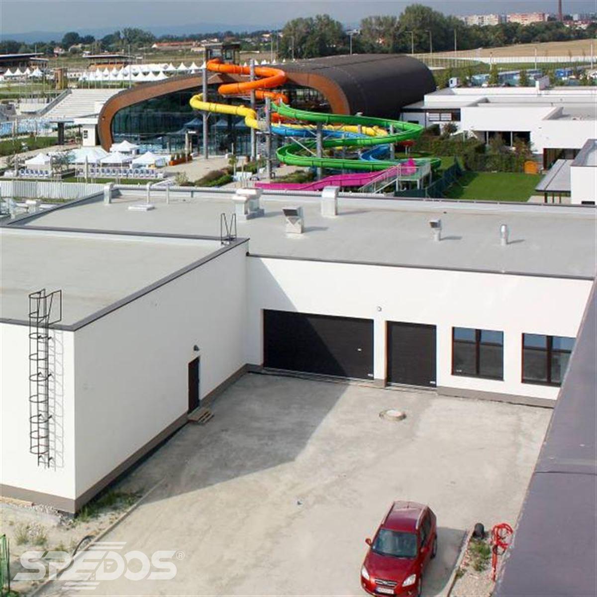 sekční vrata pro sportovní komplex Element resorts