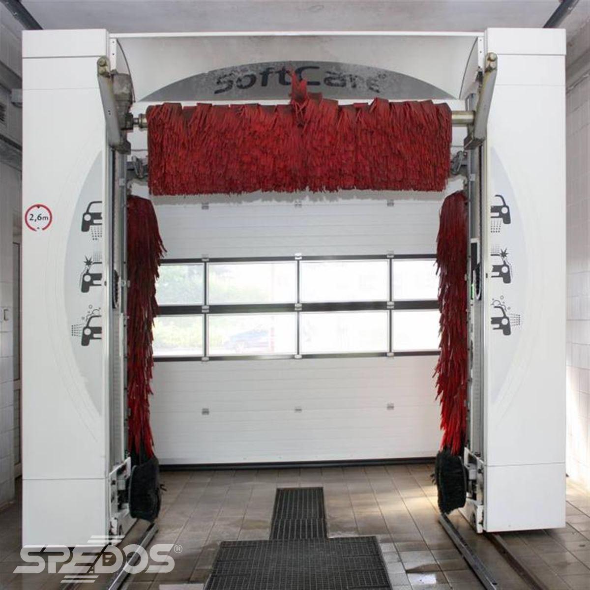 Průmyslová sekční vrata v mycí stanici