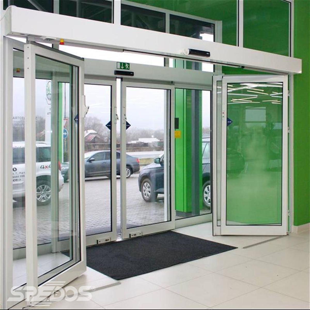 reference na sklopnou variantu automatických posuvných dveří