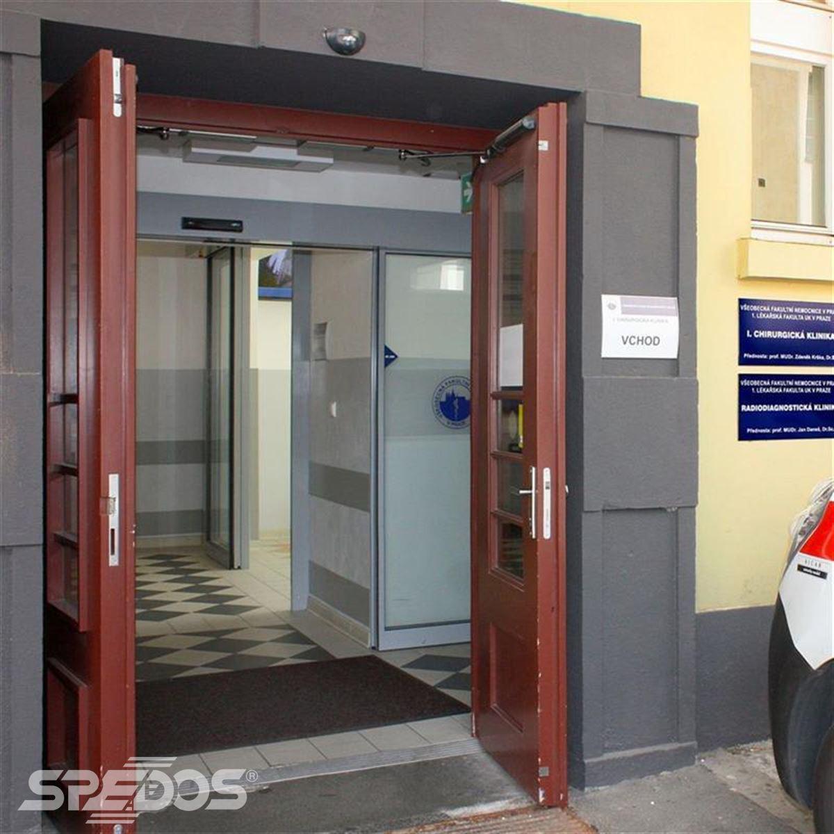 Dvoukřídlé automatické vchodové dveře