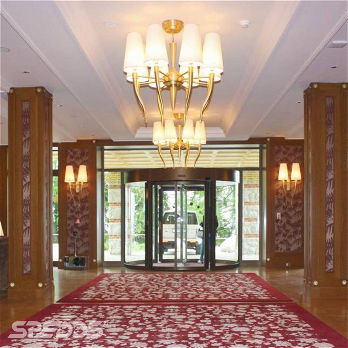tourniket pro Grand hotel Kempinski