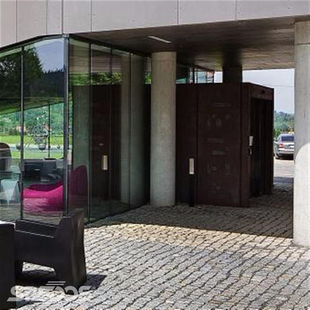 vchod pro golfový hotel MIURA