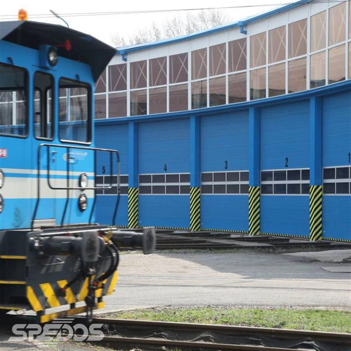 vrata Spedos v železničním depu