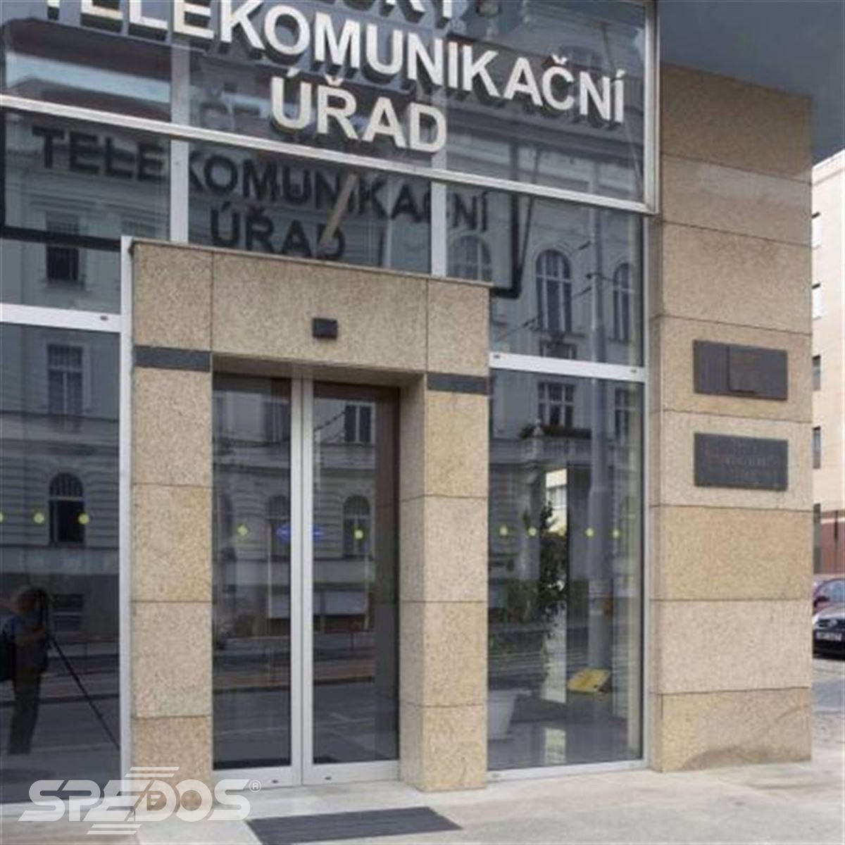 vstup do haly Českého telekomunikačního úřadu v Praze