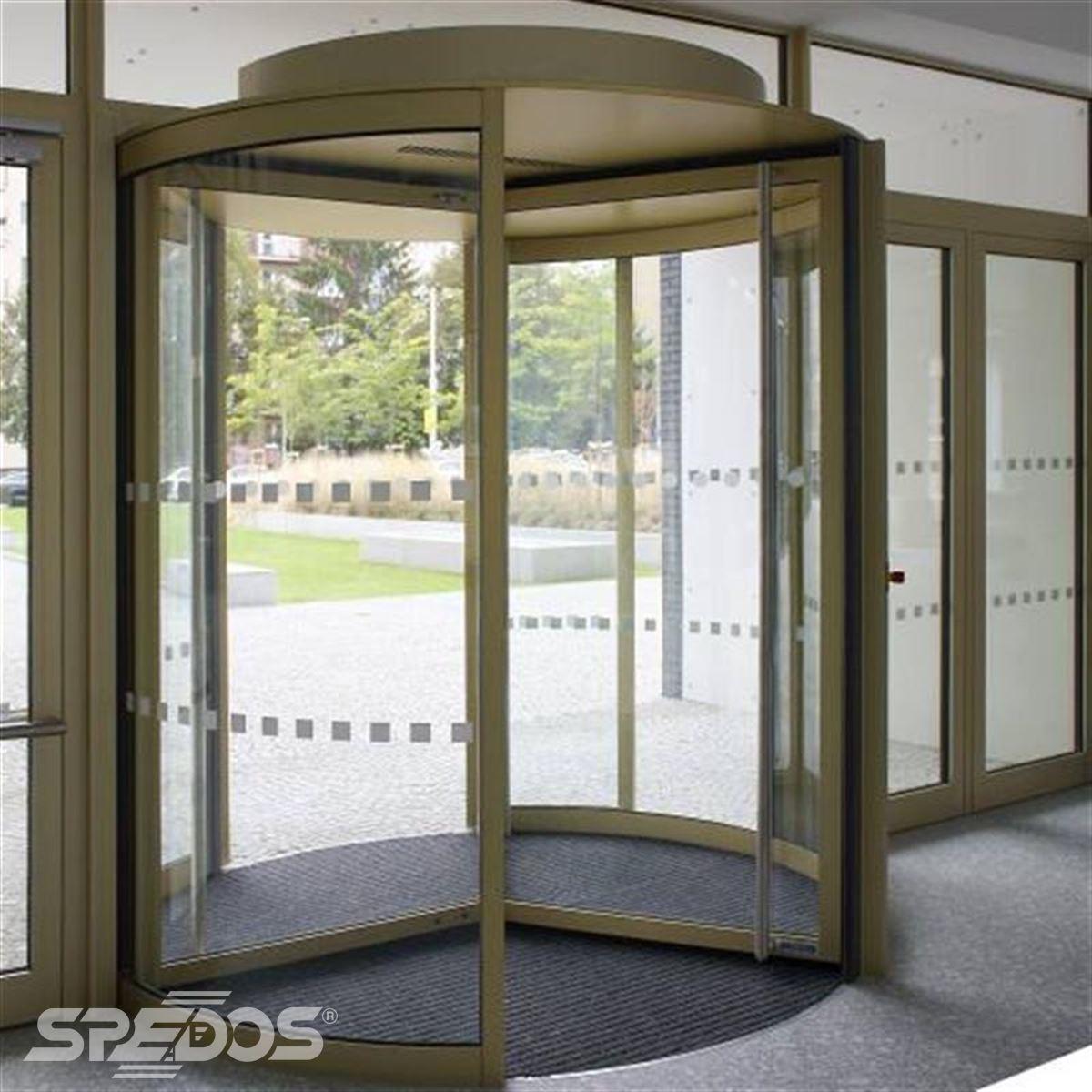 vstupní karuselové dveře Masarykovy univerzity