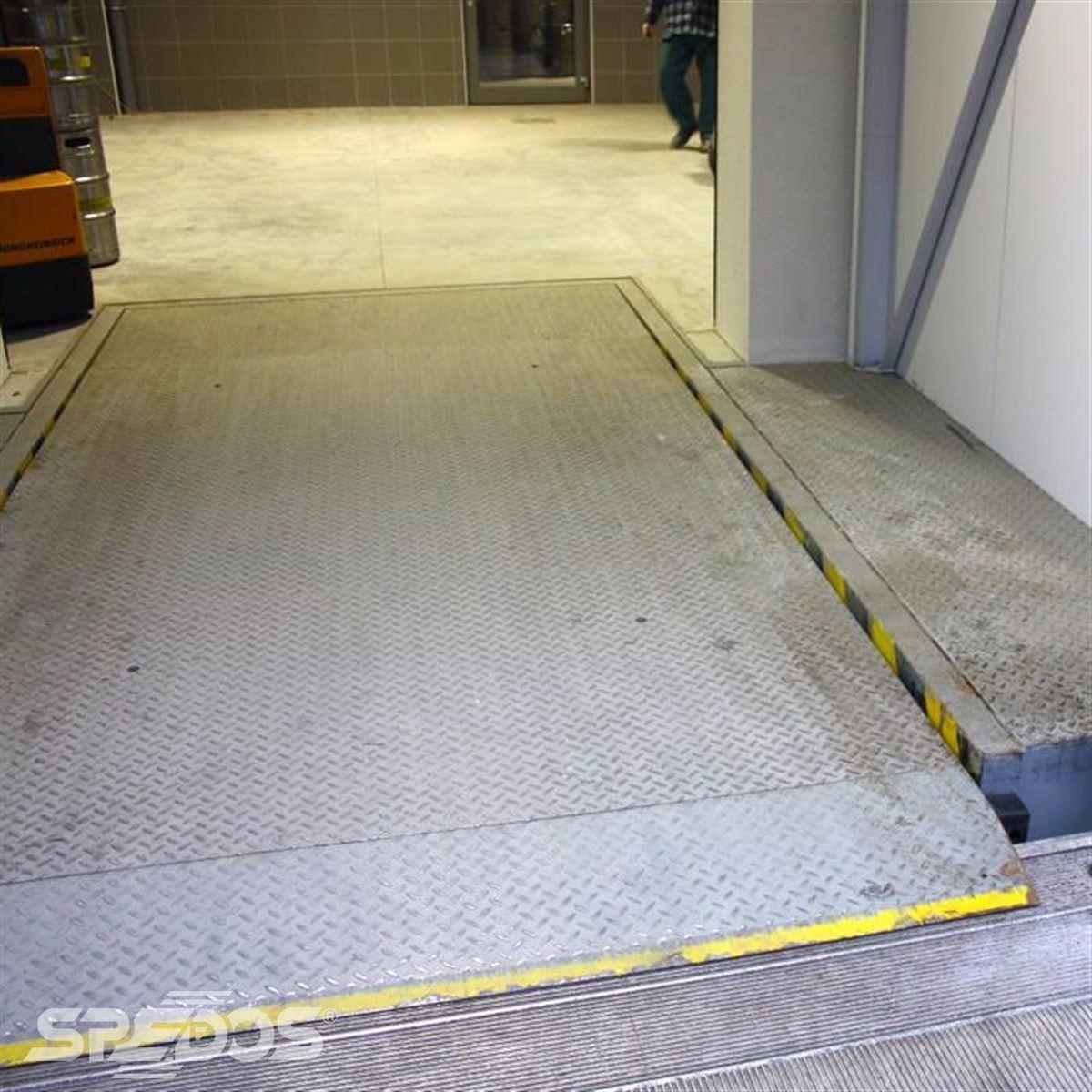 Vyrovnávací rampa se sklopnou lištou