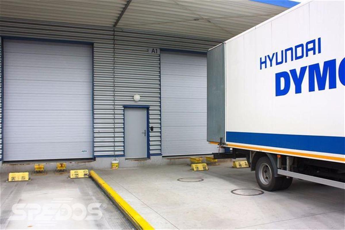 Průmyslová sekční a rychloběžná vrata pro Dymos