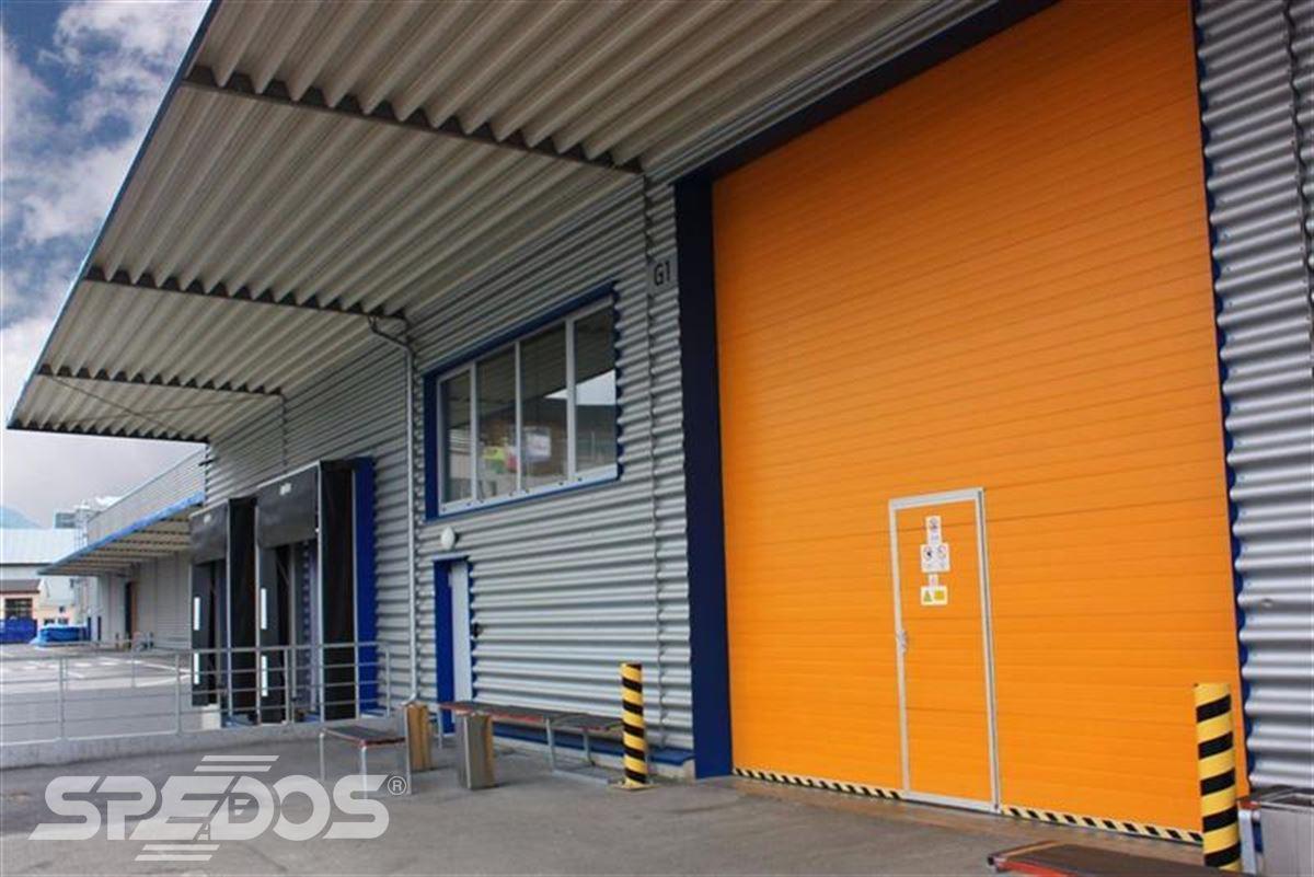 Průmyslová sekční a rychloběžná vrata pro Dymos 4
