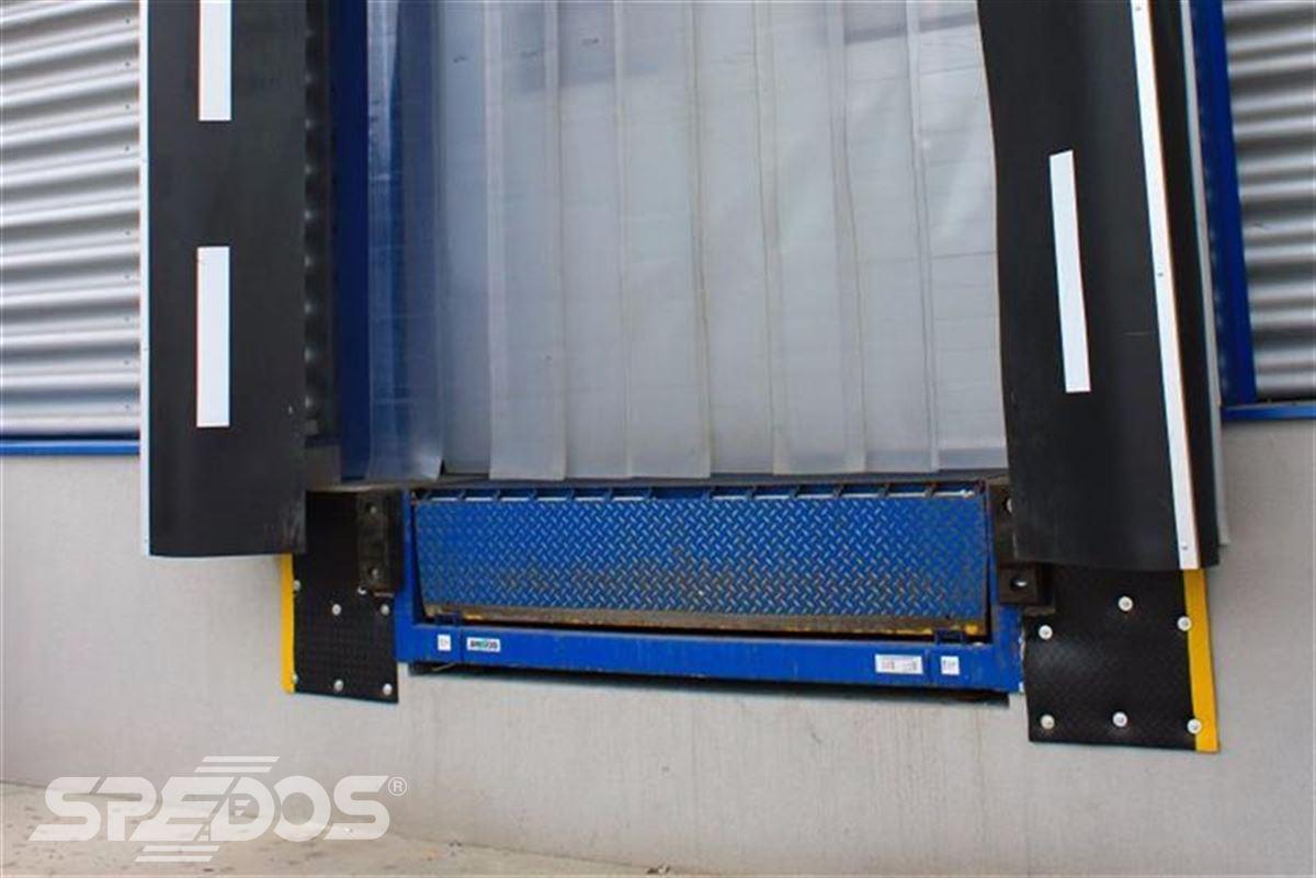 Průmyslová sekční a rychloběžná vrata pro Dymos 8