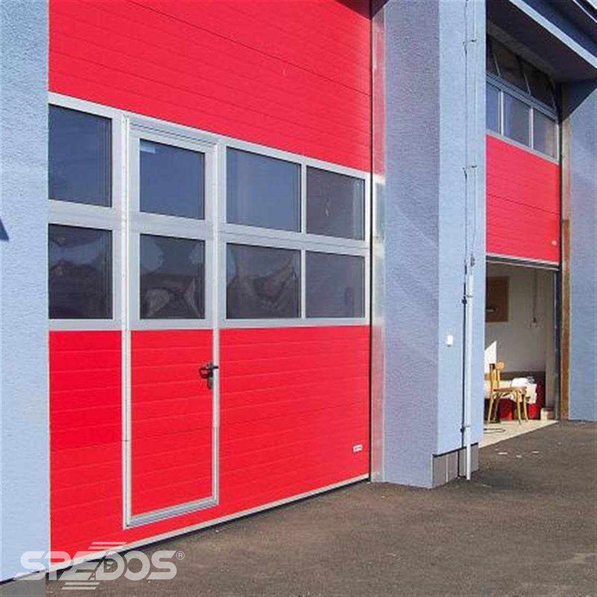 zateplená sekční vrata s průchozími dveřmi 4